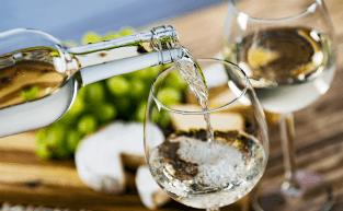 Vinho branco: saiba tudo sobre a bebida