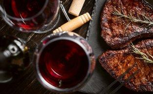 Conheça as melhores combinações entre vinhos e carnes
