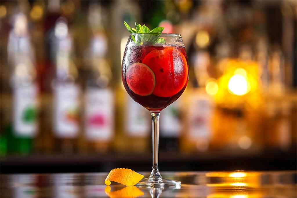 Drinks com vinho: Sangria